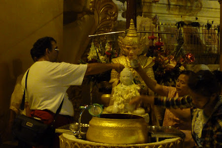 Traditii Myanmar: Buda de sambata