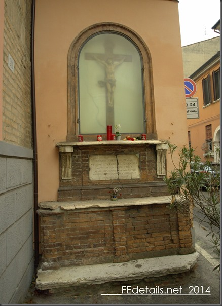 Altare in Via Carlo Mayr, Ferrara , Italy, Photo1