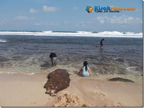bermain ombak pantai watu kodok_03