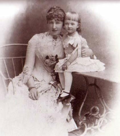 Con su hija Isabel de Austria  Erzi