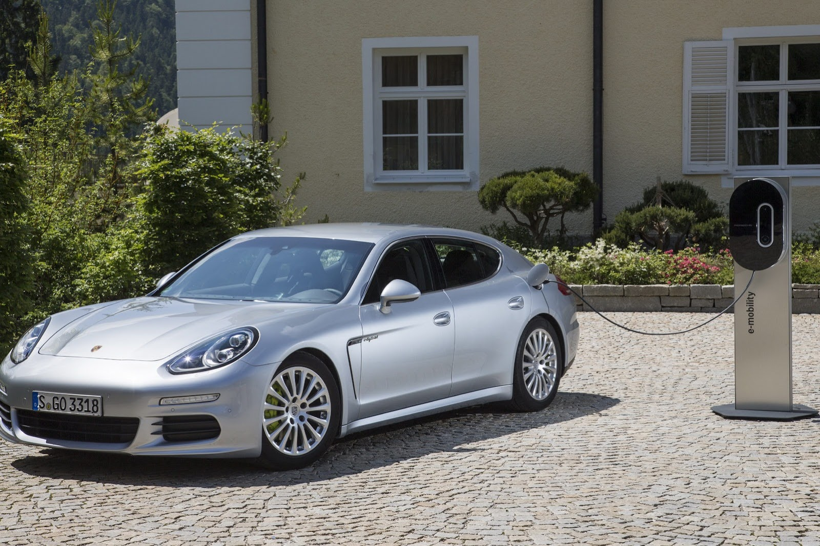 2014 porsche panamera phev priced at 99 000. Black Bedroom Furniture Sets. Home Design Ideas