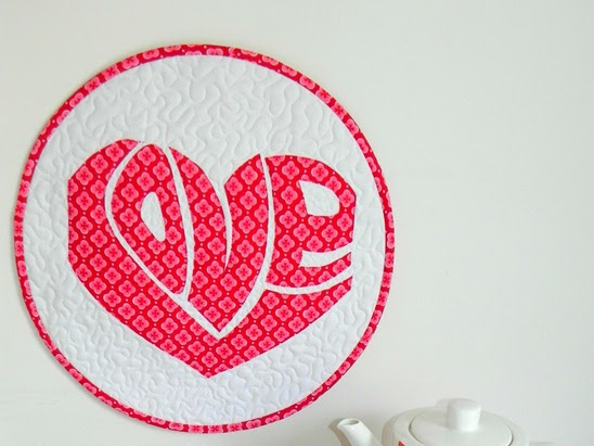 Love is all Around – Mini Quilt {Tutorial}