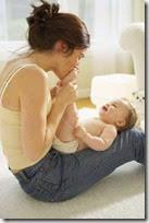 fotos de madres con sus bebes (6)