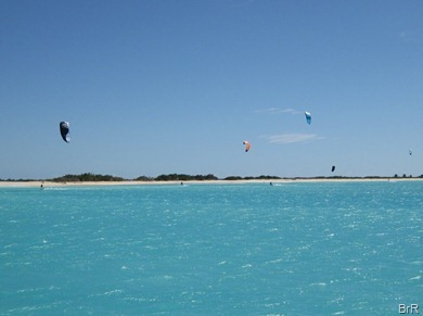 Kitesurfer_vor_dem_Strand