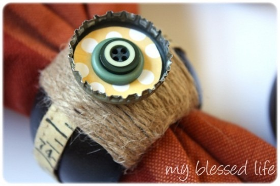 diy projects with jute--make napkin rings embellished with jute and buttons