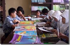 Aktivitas Belajar Siswa di Perpustakaan