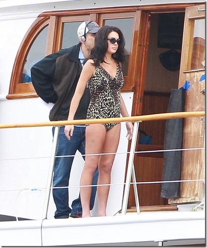 Lindsay Lohan Gets Back Work Bikini VilNCOc24nRl