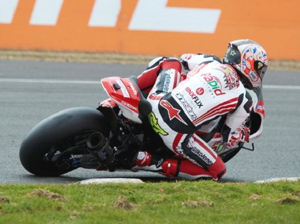 bikeracing-bsb_qp_brandshatchindy_2013.jpg