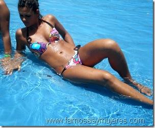 chicas en piscina