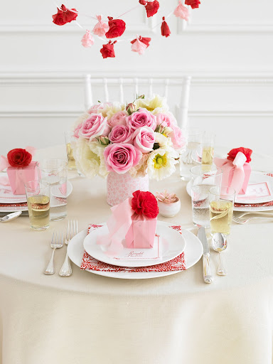 Red and pink table decor. (Martha Stewart Weddings)