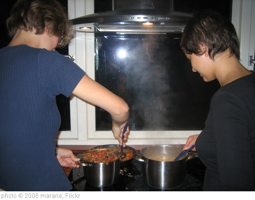 'cooking' photo (c) 2006, mararie - license: http://creativecommons.org/licenses/by-sa/2.0/