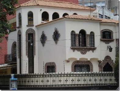 2652070-Typical_House_in_Polanco-Mexico_City