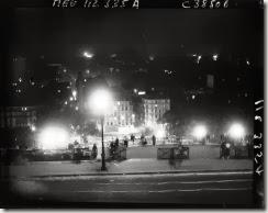 En haut des marches du Sacré-Coeur 1934_©GallicaBnFAgence Meurisse