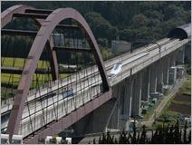 Trem Maglev passa por teste no Japão: para os testes, a empresa usou um trajeto de 42,8 quilômetros com curvas e túneis em Yamanashi