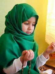 anak perempuan islam berdoa