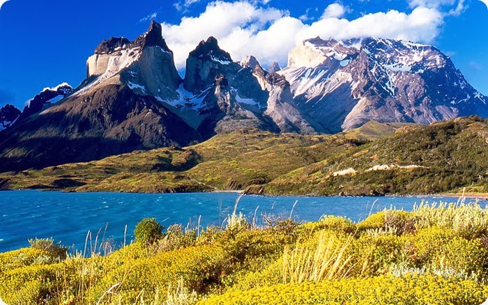 Torres del Paine_from_Lake_Pehoé