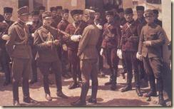 Garda e mbretërisë në Tiranë me veshje kuq-zi.(foto, Luigi Pellerano)