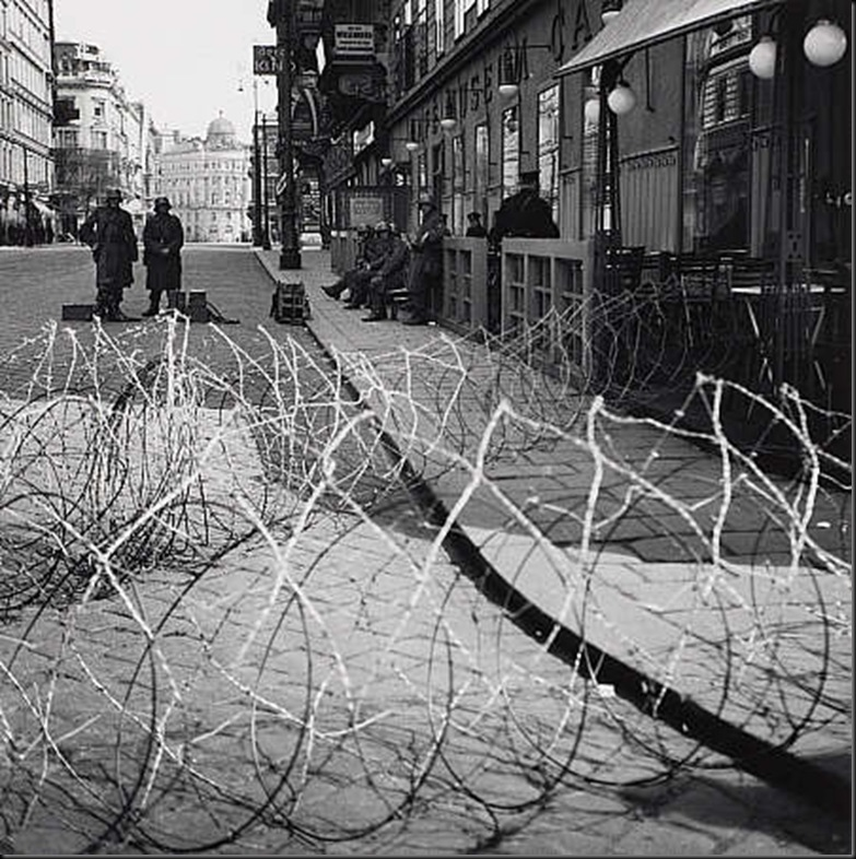 5 Barricade on the Operngasse, Vienna 1930-33