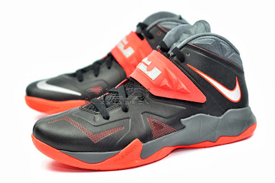 lebrons soldier7 black red 08 web The Showcase: NIKE SOLDIER 7 Miami Heat Away Edition