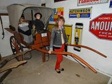 2014.08.24-001 Stéphanie et la voiture à cheval du dimanche