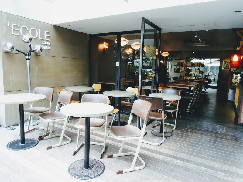 學校咖啡館 EcoleCafe' 正面.jpg