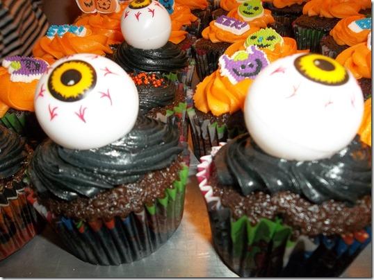 Laura's Fieldtrip cake 065