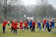 Schoolkorfbaltoernooi ochtend 17-4-2013 028.JPG