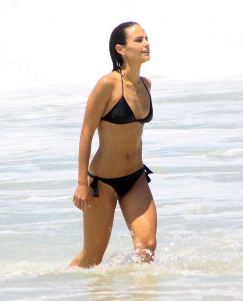 jordana brewster linda sensual biquine praia sexy sedutora semi nua desbaratinando  (2)