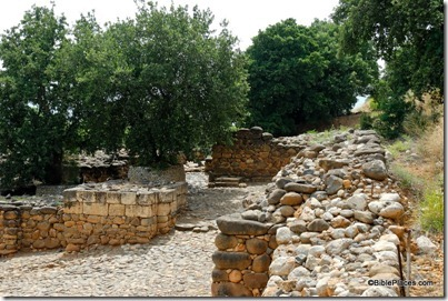 Dan Iron Age gate with plaza and ruler&#39;s podium, tb052907083