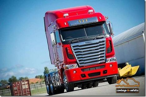 eis_o_novo_freightliner_mercedes_frontal_00013