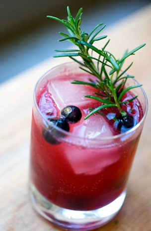 ... Wednesday Weekend Warm Up: Rosemary Berry Gin Fizz Cocktail Recipe
