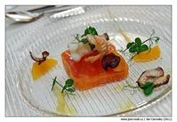 Pečená norská langustýnka s tomatovou terinou, mandarinkami a modrým bramborem