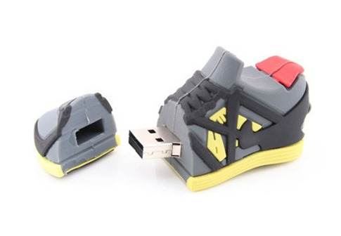 12. Zapatillas de atleta USB Drive