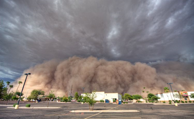 A giant haboob engulfs Gilbert, Arizona, a suburb of Phoenix, 25 July 2012. Photo: Saija Lehtonen