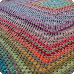 X wie X verschiedene Wollreste stecken in dieser Big Granny Decke #abcfee im Oktober
