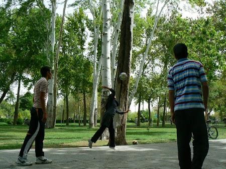 29. Volei in parc in Iran.JPG