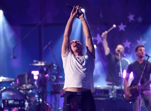 Chris Martin 2014 iHeartRadio Music Festival Xu0Z_SQMpWil