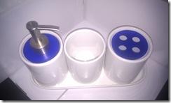 Juego 3 piezas con bandeja cilndrico. Blanco / Acrlico Azul. Queda 1 juego. 5 .