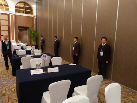 Go China Summit: Traducatorii in pozitie de drepti