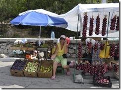 08-18 059 800X marchande de fruits et légumes