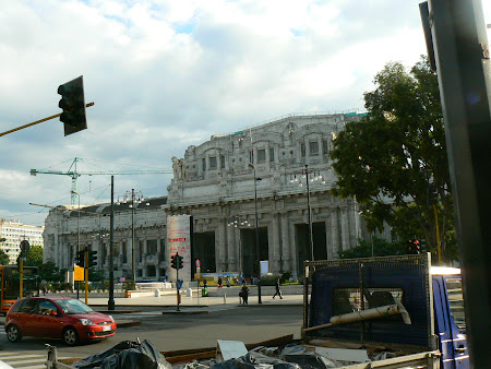 Things to do in Milan: take a train at Stazione Milano Centrale