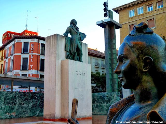 monumento-a-goya-plaza-del-pilar.JPG