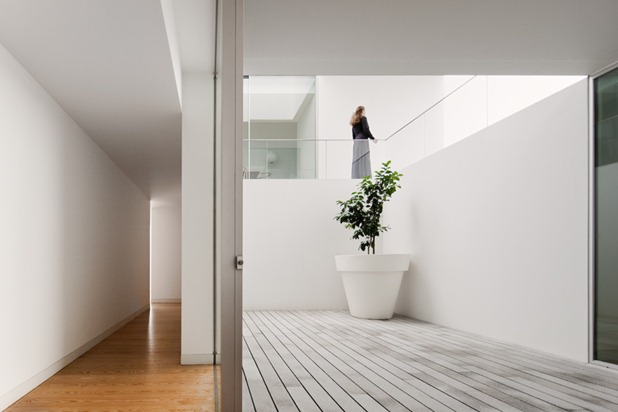 house in leiria by aires mateus 8