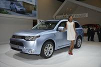 Mitsubishi-Outlander-PHEV-4
