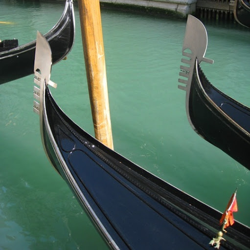 Here is a close up of the famous Venetian Gondola. (apartmenttherapy.com)