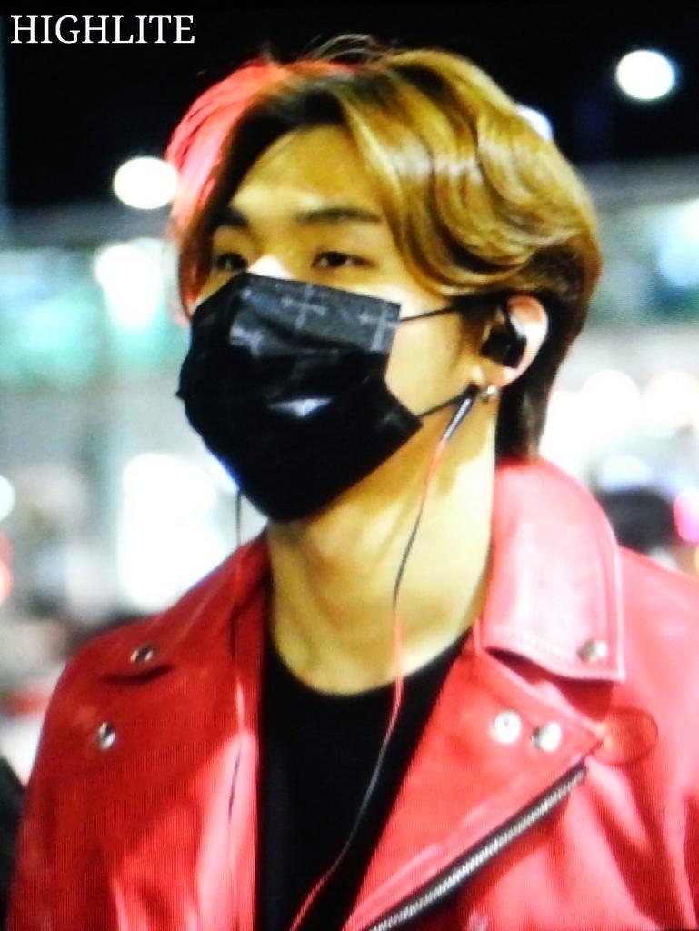 Dae Sung & TOP - Incheon Airport - 01jan2015 - Dae Sung - High Lite - 04.jpg