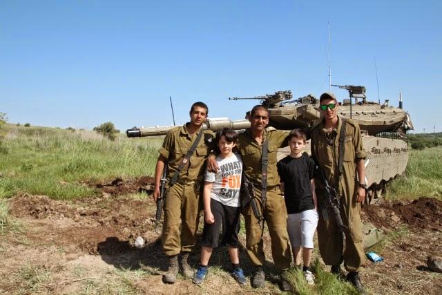 Crianças, Tanque e Soldados de Israel