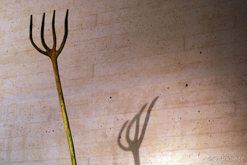 el cuatridente y su sombra - museo miro - palma de mallorca