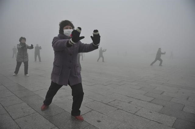 Retirees play Taichi during their morning exercise on a hazy day in Fuyang city, in central China's Anhui province, Monday, 14 January 2013. Air pollution is a major problem in China due to the country's rapid pace of industrialization, reliance on coal power, explosive growth in car ownership, and disregard for environmental laws. Photo: AP