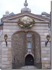 2012.08.05-041 porte du château
